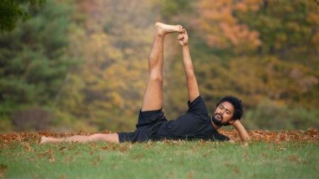 anantasana yoga international  sc 1 st  Alligator Healing Arts Yoga & Recline u0026 Balance Pose: Anantasana u2013 Alligator Healing Arts Yoga islam-shia.org